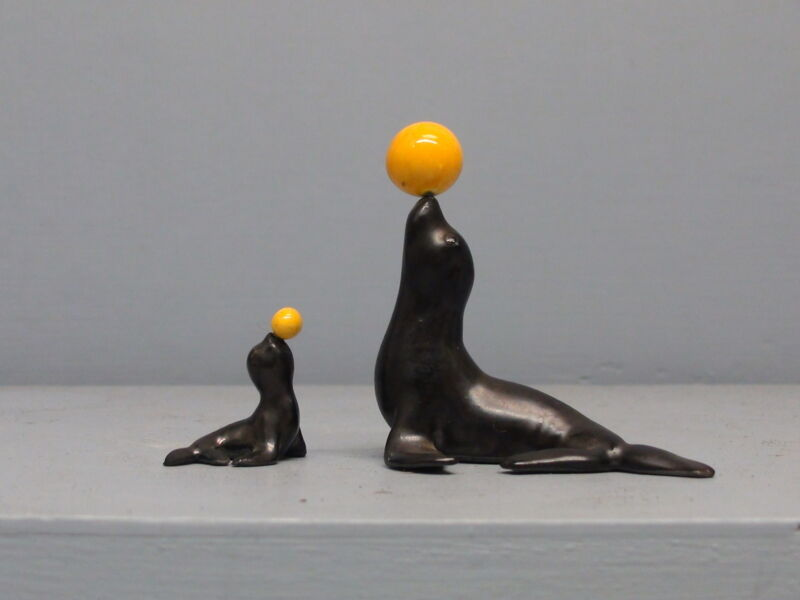 Old Hagen Renaker Circus Seal Pair with Yellow Balls