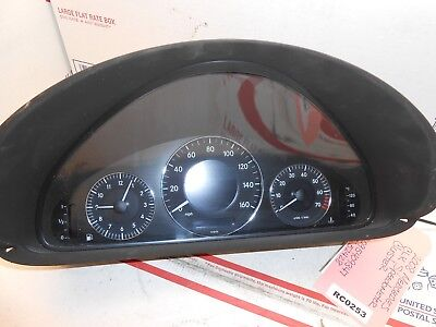 08 Mercedes CLK speedometer cluster 2095409347 ic# 52428  RC0253