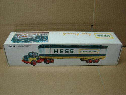 1975 VINTAGE HESS FULL SIZE TOY TRUCK W / 3 BARRELS & COMPLETE BOX