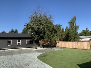 Detached Cottage. Private Driveway & Yard. Pets Encouraged