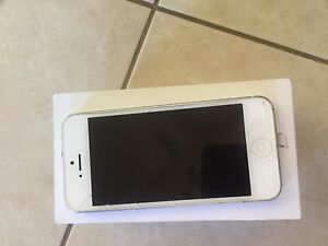 White iPhone 5 - MAKE AN OFFER!! Flinders Park Charles Sturt Area Preview