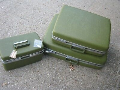 3 pcs Vintage Royal Traveller Green Luggages & Carry On Train Bag with