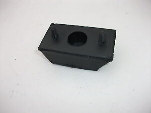 NEW-GREY-MOTOR-REAR-LEFT-OR-RIGHT-ENGINE-MOUNT-RUBBER-SUITS-FX-FJ-HOLDEN