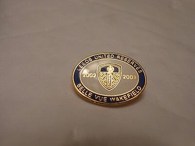 CLASSIC VINTAGE LEEDS UNITED RESERVES 02/03 BELLE VUE WAKEFIELD FOOTBALL BADGE