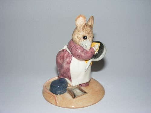 Beswick Beatrix Potter figurine HUNCA MUNCA cleaning a pan
