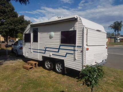 PRICEDROP- 18ft CARAVAN