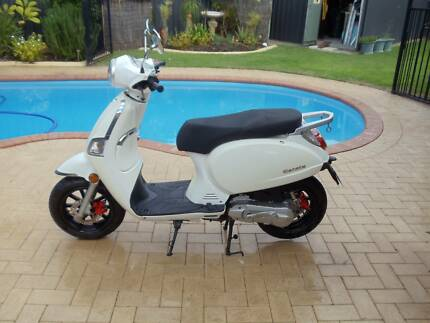 Scooter Longi low 447 KM Woodvale Joondalup Area Preview