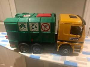 Bruder recycling truck! Like new condition!!!