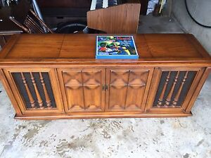 Vintage RCA victor phonograph stereo AM/FM console cabinet.