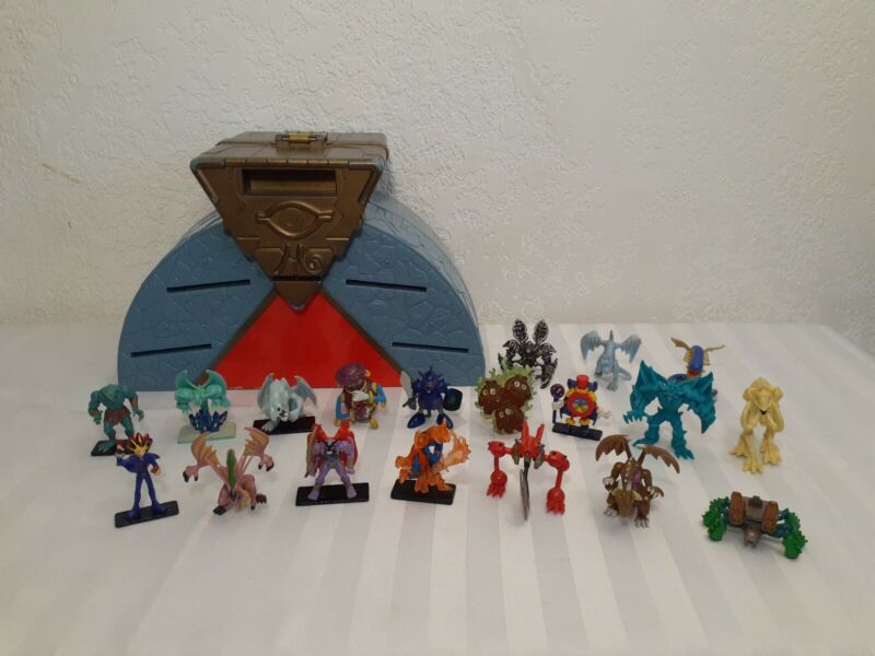Yu-Gi-Oh Takahashi 96KT Lot 19 Mini Action Figures w/ Case Yugioh Dungeon Dice