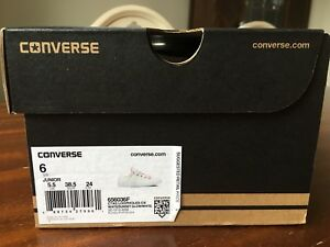 BNIB youth size 6 Converse shoes