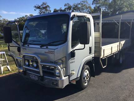 2010 ISUZU NPR 200 SERIES TRUCK LOW KM 71000