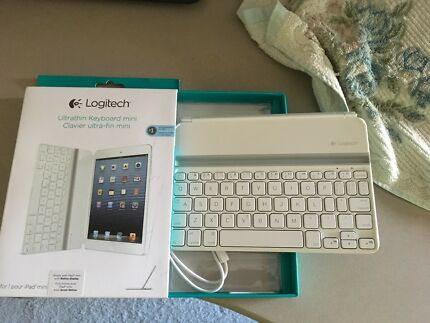 Logitech Ultrathin Keyboard WHITE for iPad mini - near new !