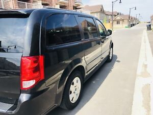 2011 Dodge Grand Caravan Stow and Go - No Accident -
