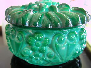 CZECH ART DECO ! VINTAGE DAHLIA DESIGN MALACHITE GLASS POWDER/JEWELLERY BOWL