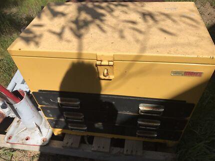 Redback Heavy duty 3 draw tool box with cradle