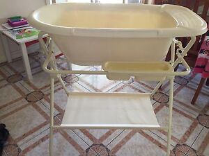 Baby bath tub with stand Pascoe Vale South Moreland Area Preview