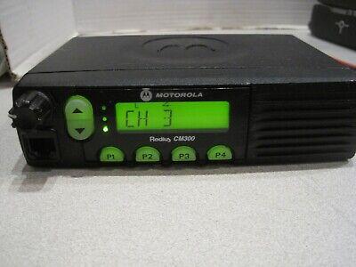 Motorola Radius Cm300 Uhf 438-470mhz 32ch 25w Mobile Radio Aam50rnf9aa1an