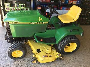 Low hour John Deere 425 lawn tractor