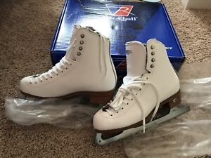 Riedell figure skates size 6 like new