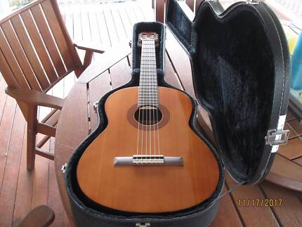 Yamaha  Classical Guitar C40  in  Hard case