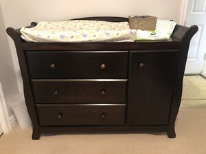 Storkcraft expresso 3in1 Crib & mattress & dresser/change table