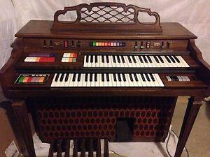 FREE vintage electric organ Cranbourne Casey Area Preview