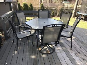 Outdoor patio dining table and 6 chairs