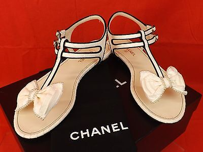 16P NIB CHANEL WHITE SNAKE LEATHER BOW PEARLS CC THONG FLATS SANDALS 39 $1200