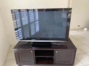 Panasonic Tv with stand and remote - works great