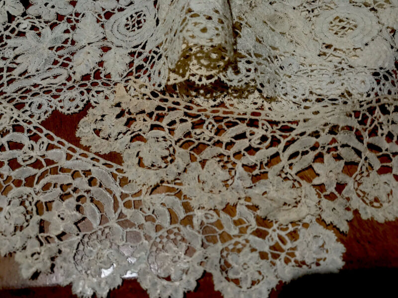Beautiful Antique lot of cream lace collar & cuffs leaves flowers & thistles