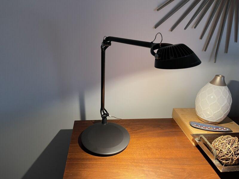 Humanscale Element Vision LED Task Light Body With BASE Black