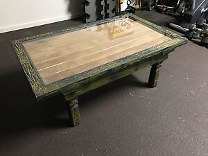 Large coffee table Holmview Logan Area Preview