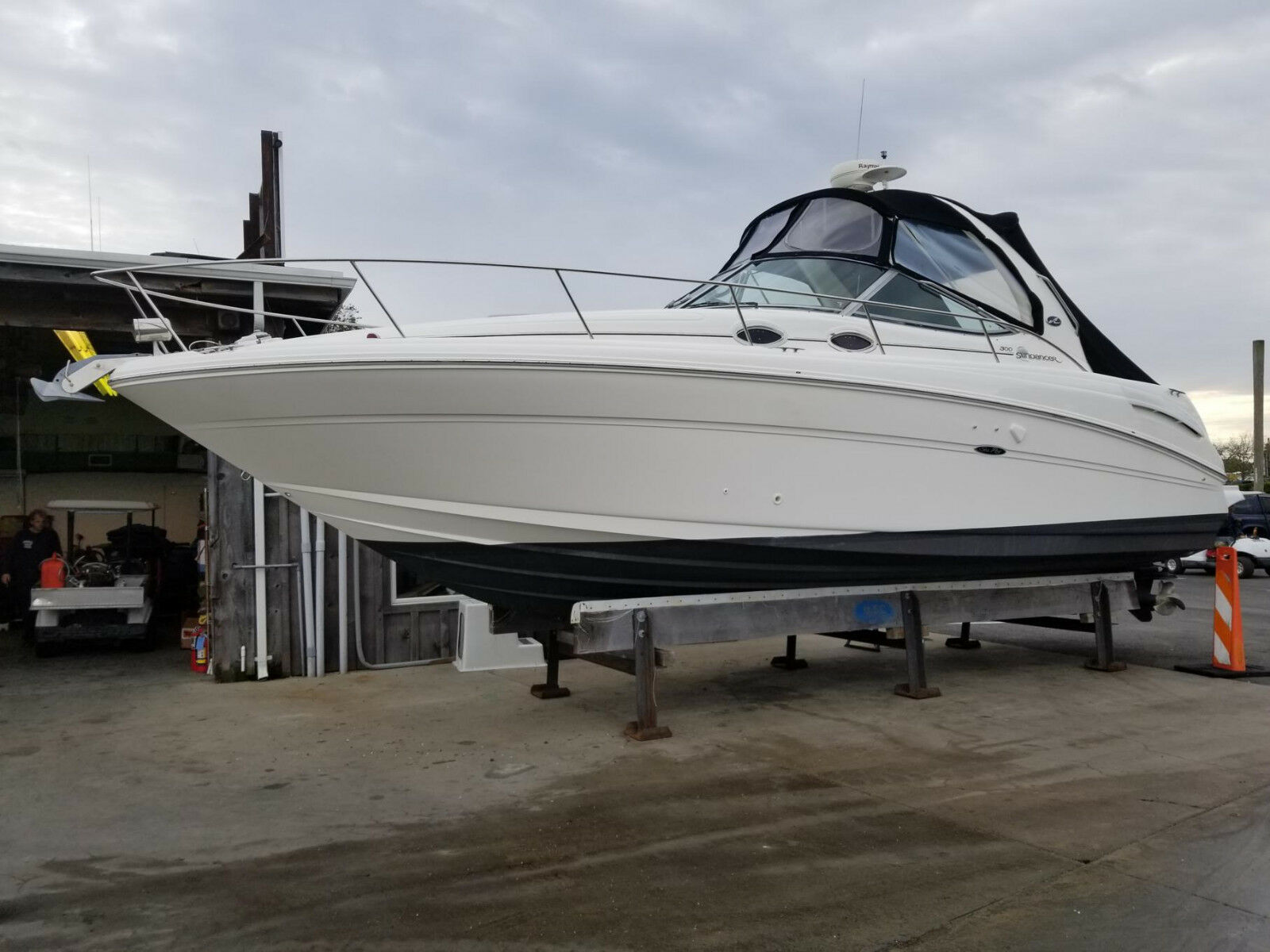 Sea Ray Sundancer 2004 with Mercruiser Engines