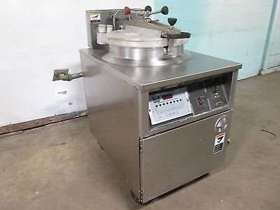 """B K I - FKM-FC"" COMMERCIAL HD LARGE CAPACITY 208V 3Ph ELECTRIC PRESSURE FRYER"