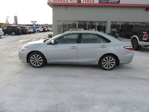 2015 Toyota Camry Hybrid XLE Local One Owner,Leather,Navi,Hea...