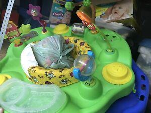 Soucoupe pour enfants avec beaucoup de jouets de rechange