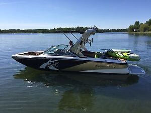 2012 Mastercraft  X25 Switch Black/Gold with Power Tower