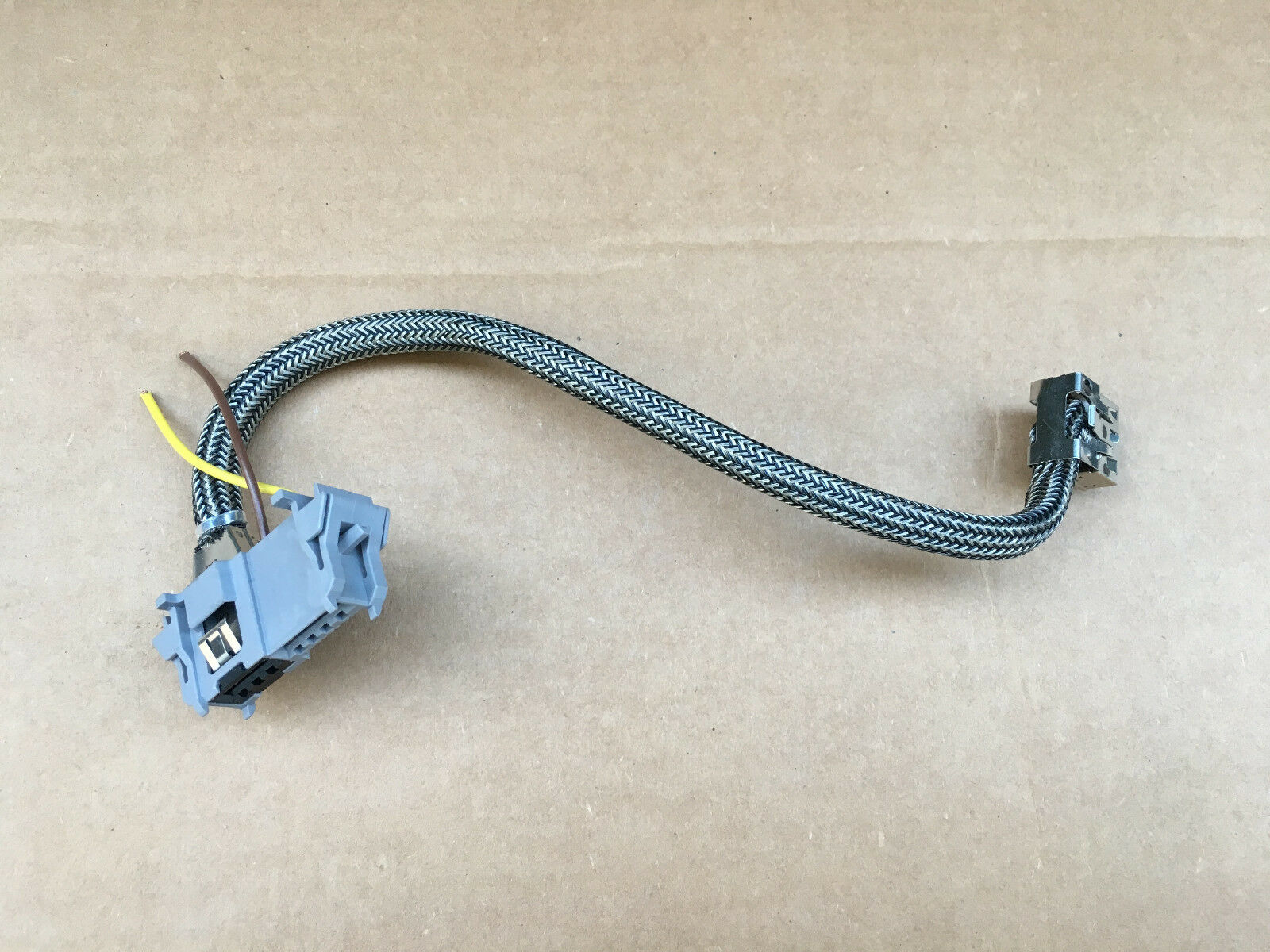 used headlight wiring harnesses for the jeep grand cherokee laredo Headlight Wiring Harness For 2005 Jeep Grand Cherokee valeo 7g d3s d3r xenon ballast plug connector wiring harness wire pig tail Jeep Cherokee Wiring Schematic