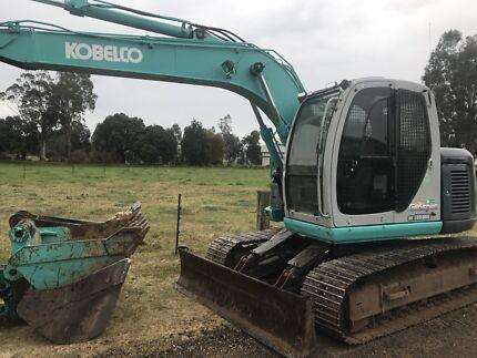 Kobelco 135 srd excavator with dozer blade