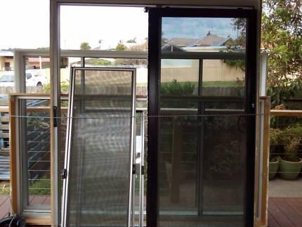 Large anodized window and sliding doors. $400.00. Wollongong & Large white sliding doors / windows | Building Materials | Gumtree ... pezcame.com