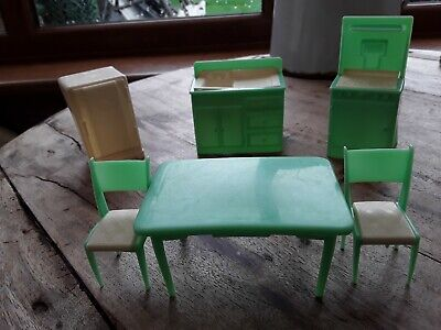 VINTAGE DOLLS HOUSE PLASTIC FURNITURE IN EX. USED CONDITION