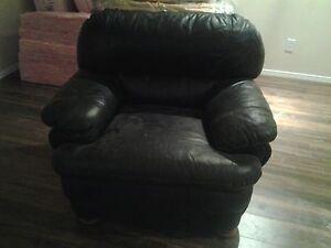 vends 2 fauteuils  en cuir véritable 40 chaque West Island Greater Montréal image 1