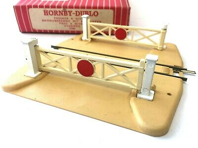 Hornby Dublo 2460 Level Crossing Suitable for 2 Rail System 32460 OO Boxed ()