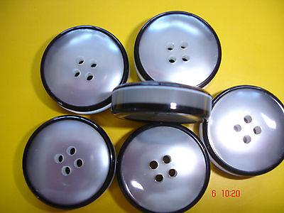 5 Knöpfe perlmuttig silberweiß mit schwarzem Ring 22mm 4-Loch W101.2
