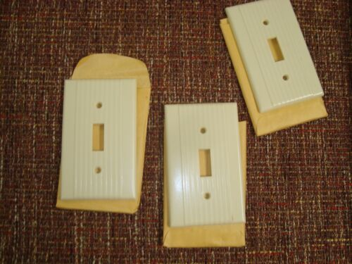 VTG Unused 3 LEVITON BAKELITE Single SWITCH PLATE COVERS Ribbed IVORY w/Screws