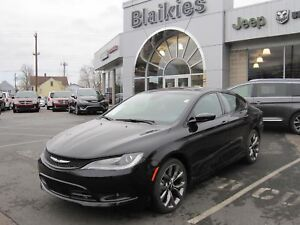 2015 Chrysler 200 S | AWD | HEATED SEATS | SUNROOF | BACK UP CAM