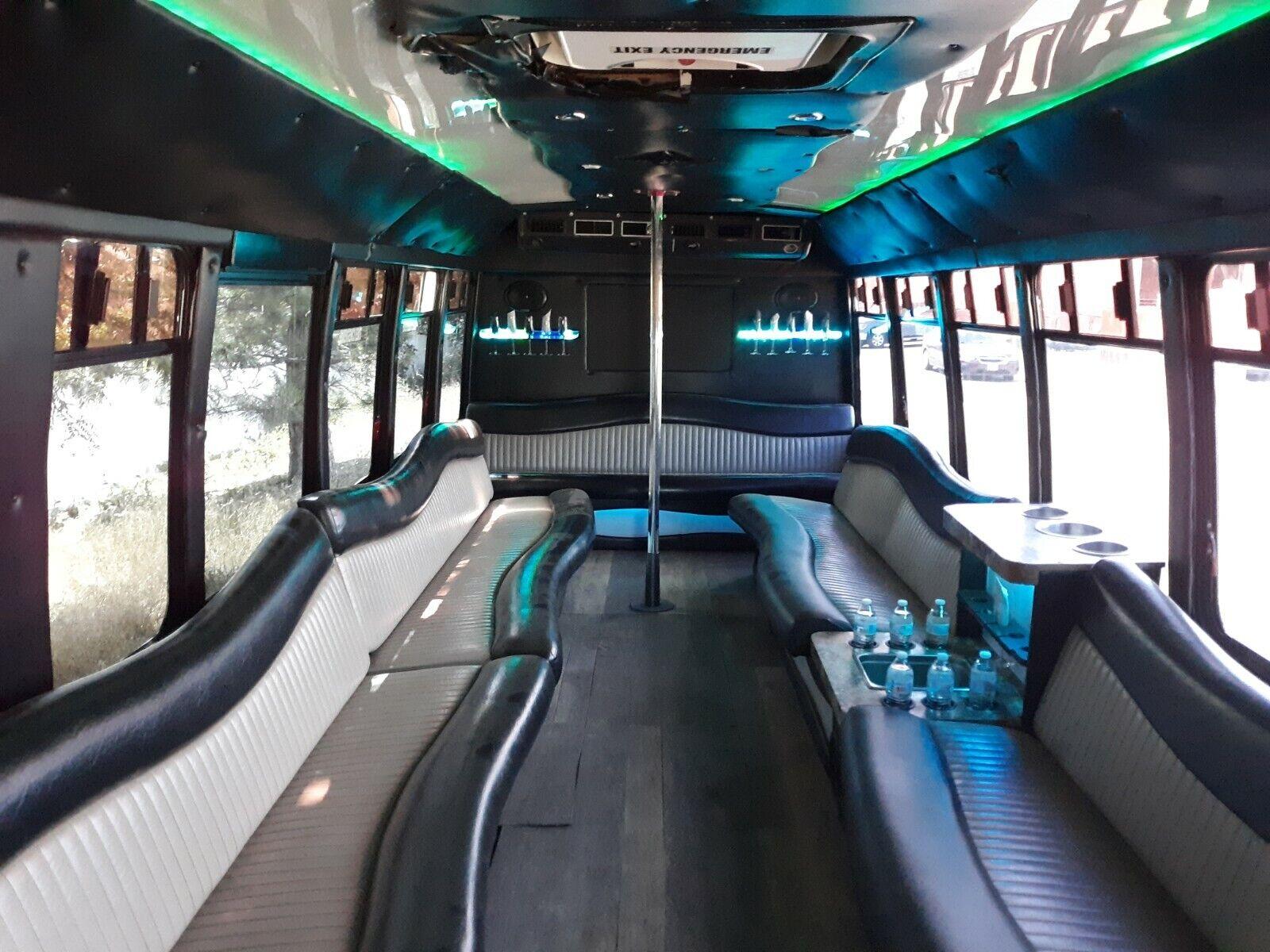 2006 Chevrolet C5500 Party Bus - 33 Passenger