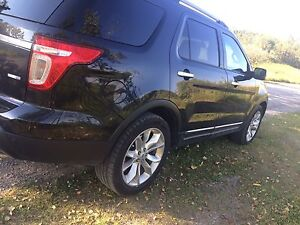 2014 FORD EXPLORER XLT -Fully loaded!!!
