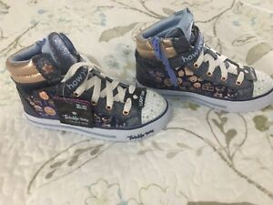 New Girls sketchers size 3